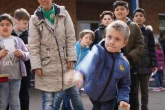 19-04-13_Schulfest-Dosenwerfen-03
