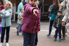 19-04-13_Schulfest-Dosenwerfen-06