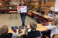 Frau Verhülsdonk erzählt die Geschichte.