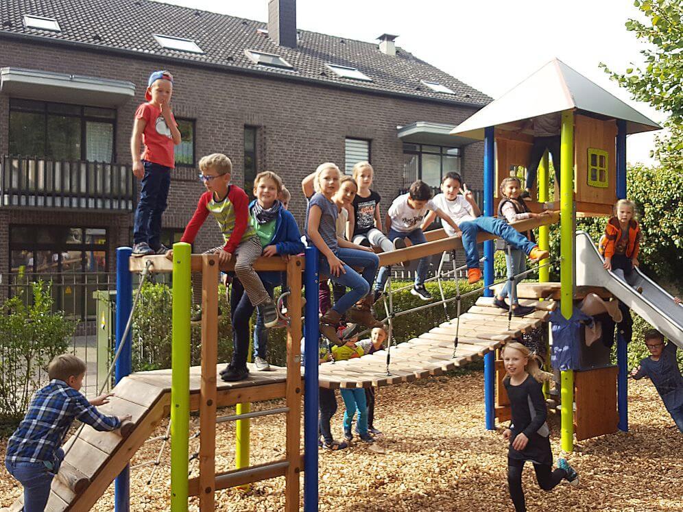 Klettergerüst Für Kleinkinder : Neues klettergerüst macht kinder glücklich schule tönisvorst