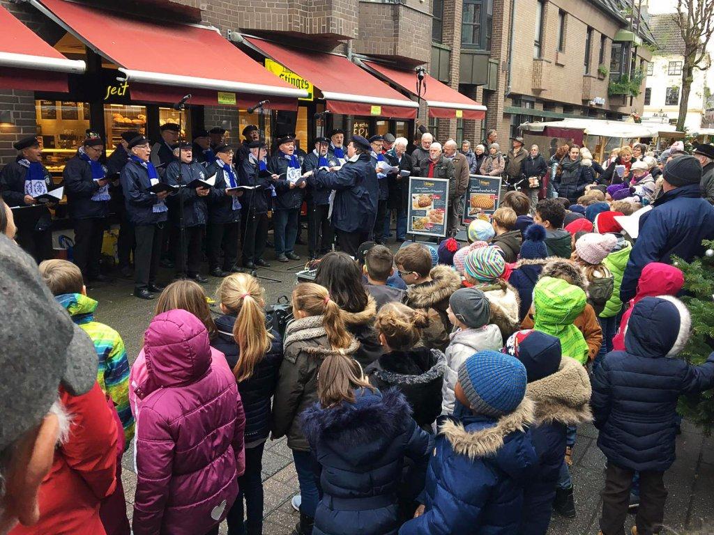 Der Chanty-Chor sang mit den Kindern gemeinsam.